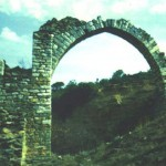 Βελεστίνο. Η μία από τις τρείς καμάρες του υδραγωγείου μεταβυζαντινής εποχής στο Κράνοβο.