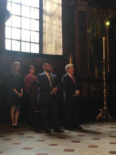 Βιέννη, 24 Ιουνίου 2018, στον Ιερό Ναό της Αγίας Τριάδος Βιέννης στο Αρχιερατικό μνημόσυνο για τον Ρήγα Βελεστινλή και τους 7 Συντεόφους του, ο κ. Δημ. Καραμπερόπουλος, και ο Γ. Φλωρεντής, Γ. Γραμματέας υπουργ. Ψηφιακής Πολιτικής.