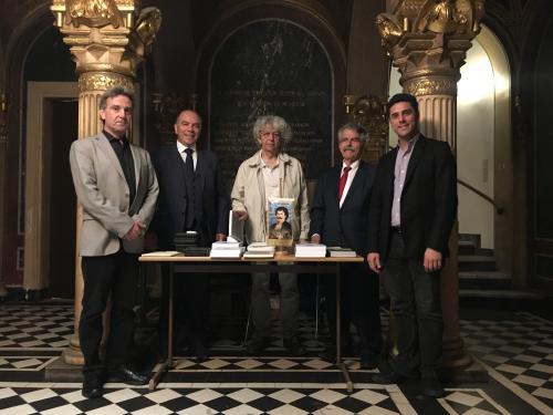 Βιέννη, 23 Ιουνίου 2018, μετά την ομιλία, αναμνηστική φωτογραφία με βιβλία του Ρήγα